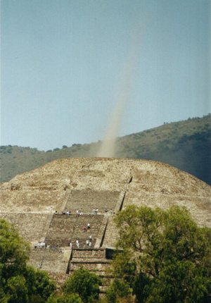 Attention ! Les pyramides se réveillent... Energy-beam-pyramid-of-the-moon-in-teotihuacan